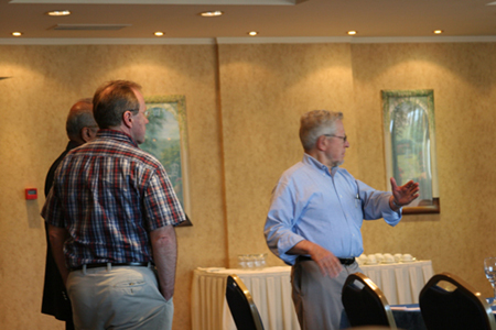 George Sadowsky discusses solutions with Nitin Desai and Markus Kummer